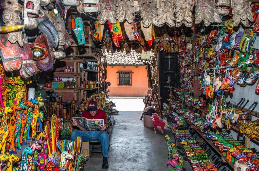 Boutique de sculptures décoration bois du Guatemala