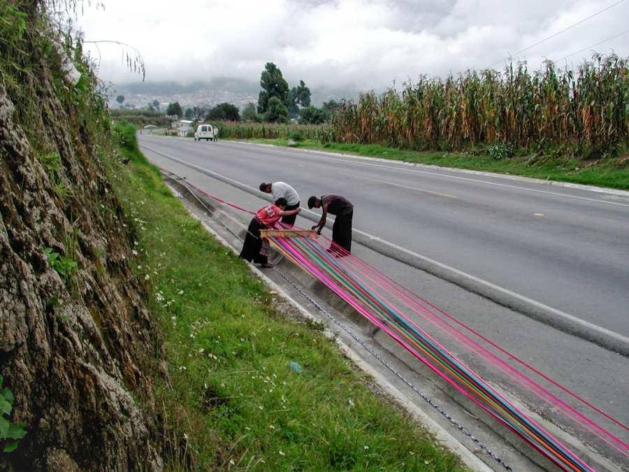 Tisserands fil décoration au Guatemala