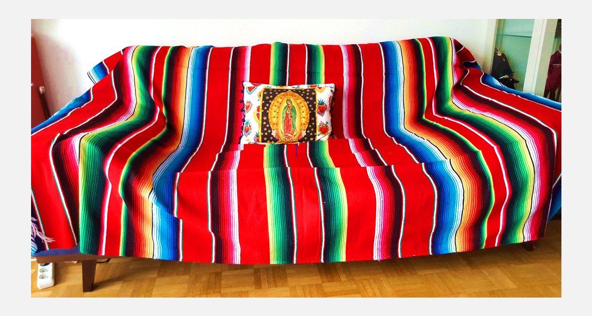 Décoration intérieure style mexicain de Laurence et Hervé - Canapé au sarape mexicain