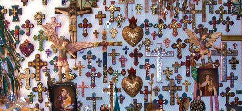 Coeurs et croix ex-votos