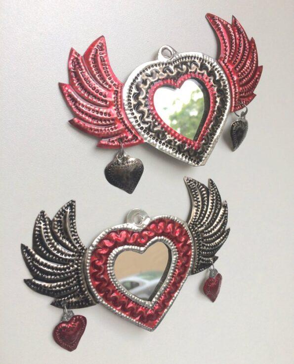 Miroir coeur ex-voto métal peint ailé