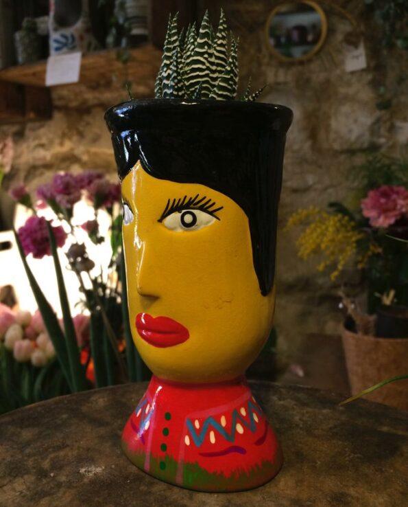 Vase céramique du Guatemala tête de géant jaune - trois quarts