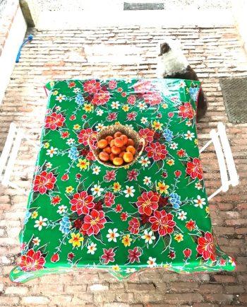 Nappe prédécoupée en toile cirée mexicaine modèle hibiscus vert