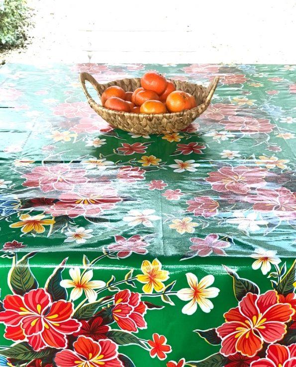 Nappe prédécoupée en toile cirée mexicaine modèle hibiscus vert - détail
